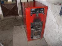 Kotel za parno grenje i cisterna za naf