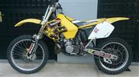 Suzuki RM250 -02 vo odlicna sostojba