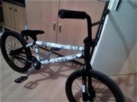 BMX Mongoose so menuvani delovi