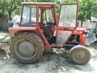 Traktor so mehanizacija bez prikolka