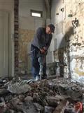 Rusenje na zidovi pregradi i frlanje na sut