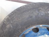 Kamionska guma so bandaz i samar od vlekac
