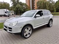 Porsche Cayenne mnogu socuvan so atest plin
