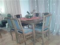 Komplet garnitura so trpezariska masa so stolici