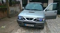 Nissan Terrano II -01