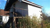 Vila so plac vo selo Bistrica Bitola
