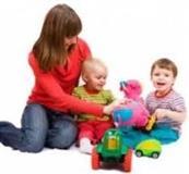 Барам работа за чување на деца, постари лица или одржување