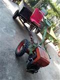 Traktor so priklucna mehanizacija