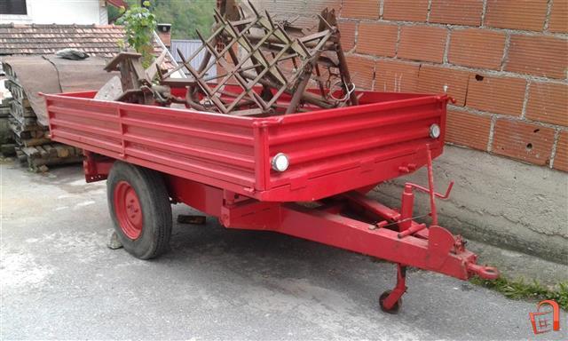Prikolka-za-traktor