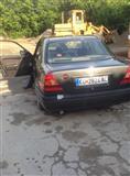 Mercedes 220 moze zamena