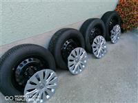 Zimski gumi i bandazi 195 65 15 od VW Golf 7