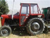 Traktor i dvobrazen plug