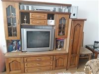 Drvena Komoda i Televizor