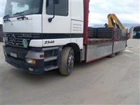 Kamion Actros so kran