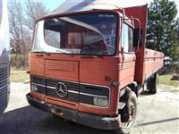 Dva kamioni marka Mercedes 13-19