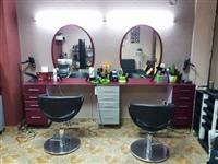 Kompletno opremen frizerski salon