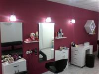 Se izdava frizersko-kozmetichki salon