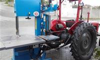 Masina za secenje i cepenje drva so traktor