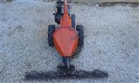 Kultivator za kosenje trava i frezanje na zemja