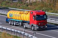 Se bara vozac so E kategorija i ADR za cisterna