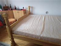 Krevet od cisto drvo