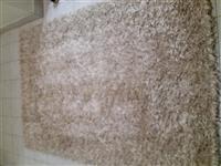 Svetlo kremast tepih
