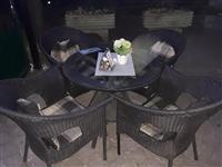 Dva kompleta masi i stolici
