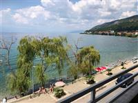 Preubav stan so pogled na ezero