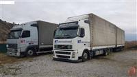 Volvo kamion so prikolka Schmitz