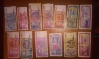 Stari pari banknoti od Jugoslavija i moneti
