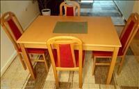 Trpezariska drvena masa i 4 drveni stolici