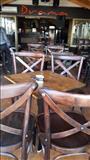 Masi i stolovi za kafe barovi i restorani