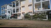 Apartman vo Grcija 57m2 do more  prizemje so dvor