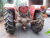 Traktor MF 235