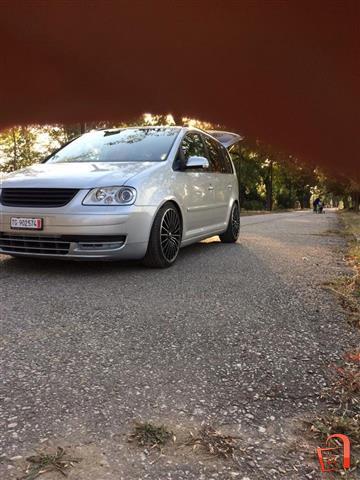VW-Touran-2-0tdi-extra-od-Svajcaria-so-full-oprema