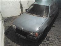 Opel Kadett -85 vetura esht ne gjedje te regullt