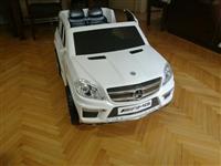 avtomobil na akumaltor od Chicco