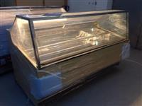 Novi vitrini za sladoled i kolaci Ovaleks Trejd