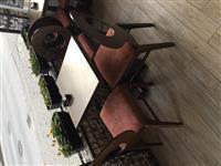 Masi i stolici i masina za sadovi