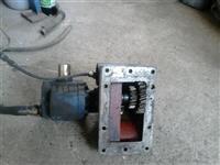 Reduktor so pumpa za Scania