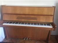 Piano PETROF so tri pedali