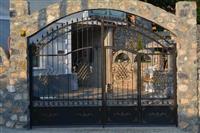 Izrabotka na kovano zelezo kapii ogradi garazi