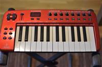 MIDI klavijatura kontroler Behringer UMA25s