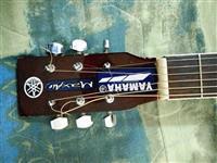 Yamaha Akusticna Gitara so Magnet